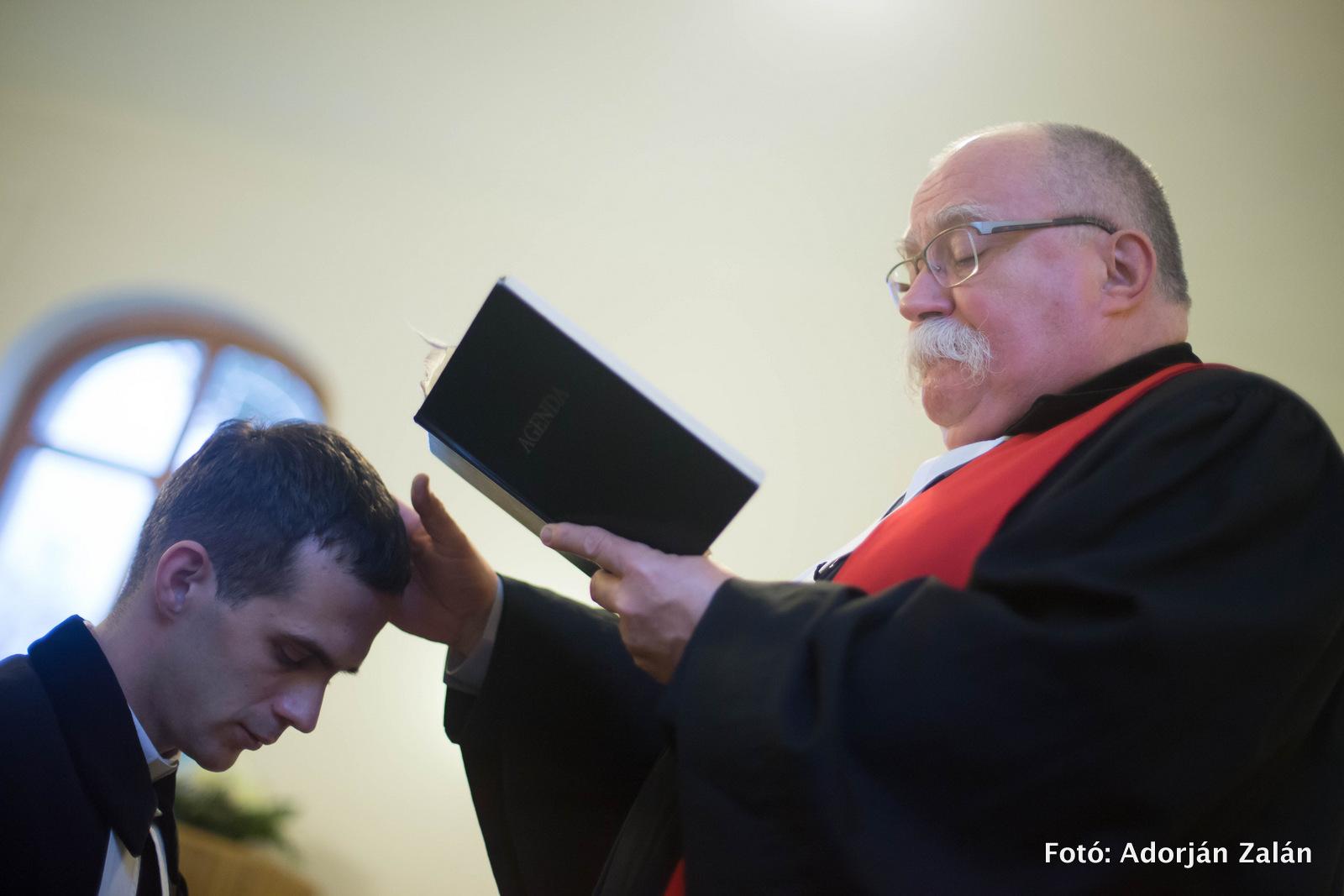 """""""Ne az órára, hanem az Úrra figyelj!"""" – László Lajos Gergely iktatása Tázláron"""