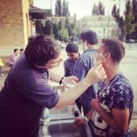 Bangladesi menedékkérőt borotvált a szegedi evangélikus lelkész