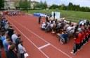 Futók hozták a bonyhádi gimnázium emléklángját – Ugrópályát avattak Bonyhádon
