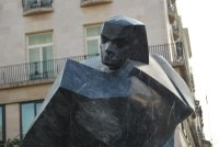 Leleplezték Sztehlo Gábor evangélikus lelkész szobrát születésének századik évfordulóján